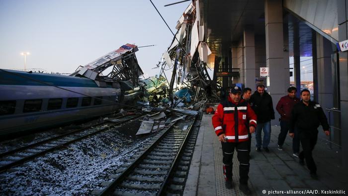 Tren kazası: Üç TCDD çalışanı tutuklandı