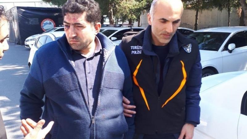 Turiste 'Cami bombalamaya mı geldin?' diyen taksici tutuklandı