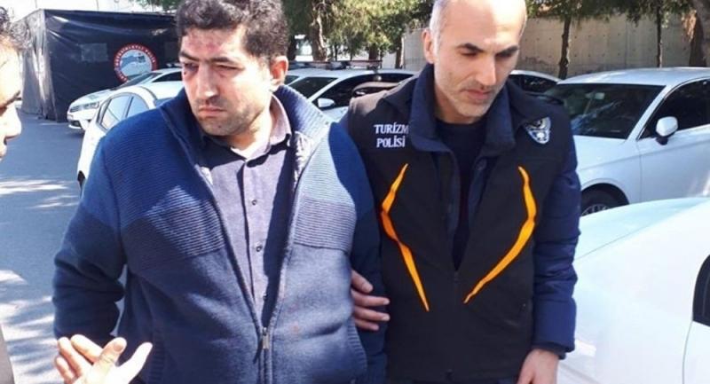 Turiste hakaret eden taksiciyi diğer taksiciler darp etti, meslekten ihraç edildi