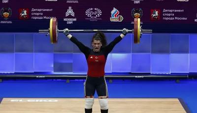 Türk halterci Rabia Kaya'dan bronz madalya