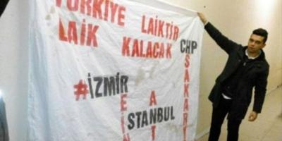 'Türkiye laiktir, laik kalacak' pankartı açan gençlere saldırı ve gözaltı