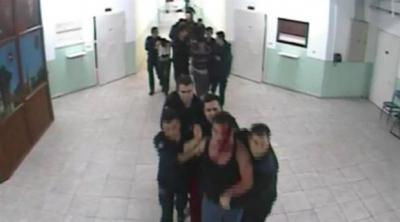 Tutuklu çocuklar darp ediliyor
