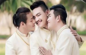 Üç erkek birbiriyle evlendi!