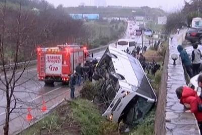 Ümraniye'de çevik kuvvet otobüsü devrildi: Yaralılar var