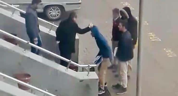 Urfa'da okul müdürü okula geç gelen öğrencileri darp etti