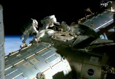Uzay yürüyüşü 6 saat 10 dakika sürdü
