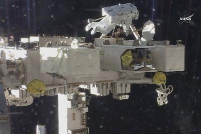 Uzay yürüyüşü 6 saat 30 dakika sürdü!