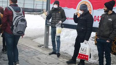 Van'da seyyar satıcılar maske satmaya başladı