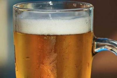 Vücudu kendi kendine bira üretiyor