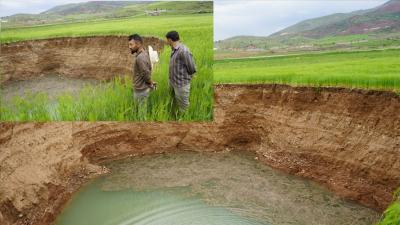 Yağış nedeniyle buğday tarlasında 40 metre çapında obruk oluştu