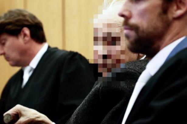 Yaşlı Nazi çocuk mahkemesinde yargılanıyor