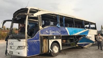 Yolcu otobüsü kaza yaptı: 7 ölü, 24 yaralı