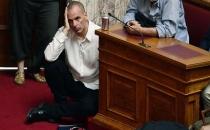 Yunan maliye bakanının oturma şekli dünya gündeminde!