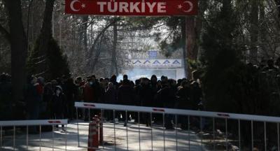 Yunanistan'dan sınırdaki Suriyelilere gaz bombası