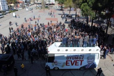 Yüzde 71'i AKP'ye oy veren ilçede Evet mitingine ilgisizlik tartışma yarattı