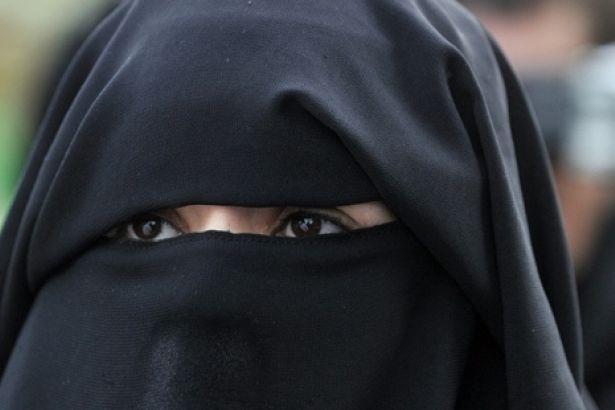 Yüzünü göstermeden KPSS Din Hizmetleri Bilgi Testi'ne girmek istedi