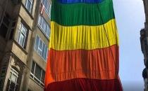 Zabıta LGBTİ bayrağını indirdi!