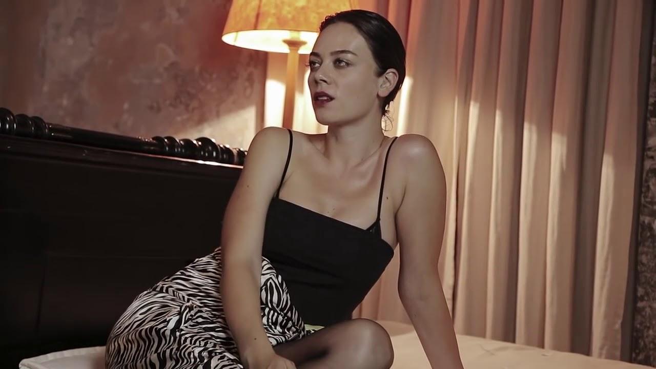 Sexy Demet Evgar