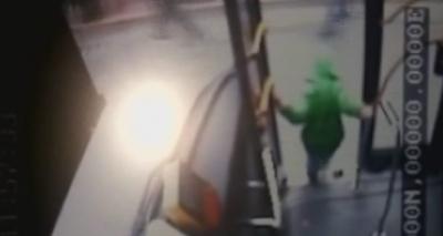 6 yaşındaki çocuk İETT otobüsünden yola düştü