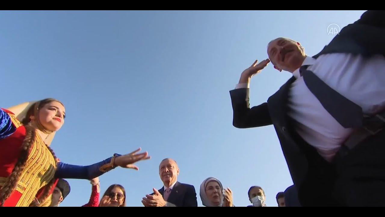 Erdoğan ve Aliyev Cıdır Ovası'nda halay çekti