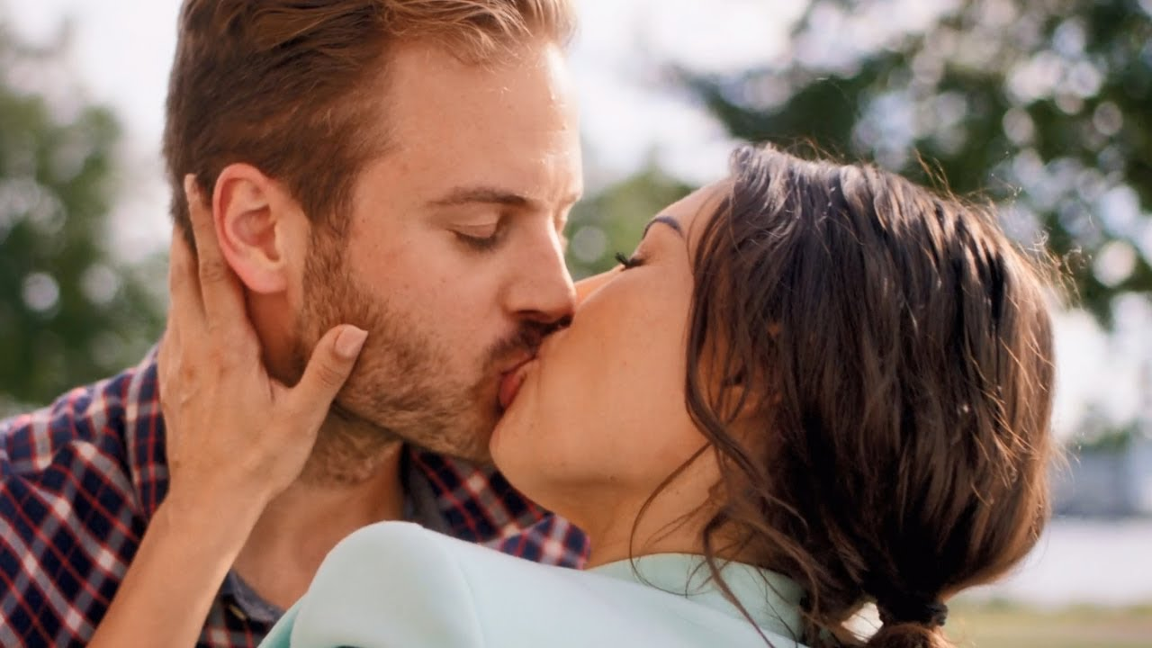 Just Say Yes / Kiss Scenes — Lotte and Chris (Yolanthe Cabau and Jim Bakkum)