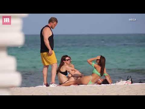 Bikini clad Emily Ratajkowski flaunts derrière on the beach