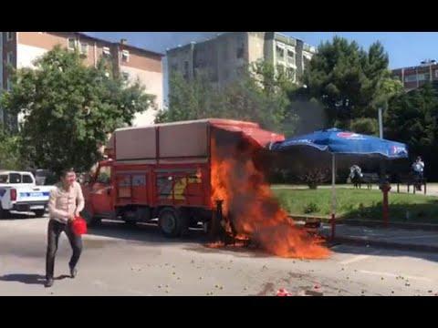 Satış yapmasına izin verilmeyen kişi kamyonetini ateşe verdi