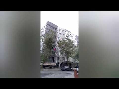 İzmir depreminde bir bina böyle yıkıldı