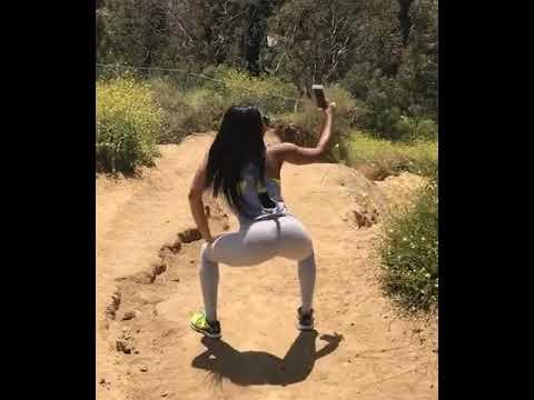Ariane Andrews twerking