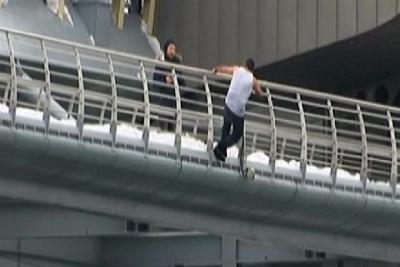 Haliç Köprüsü'nden atladı, gözaltına alınırken kaçtı