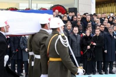 Melih Gökçek, öldürülen Büyükelçinin cenaze töreninde sakız çiğnedi